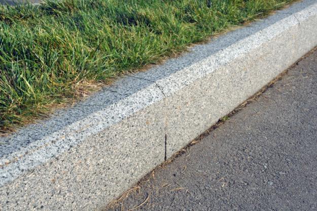 Установка бетонных бортовых камней